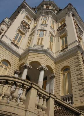 O Palacete Bolonha é um dos prédios remanescentes da Belle Époque em Belém. (Foto: Paula Sampaio/ O Liberal)