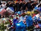 Americanos fazem vigília em homenagem às vítimas de Dallas