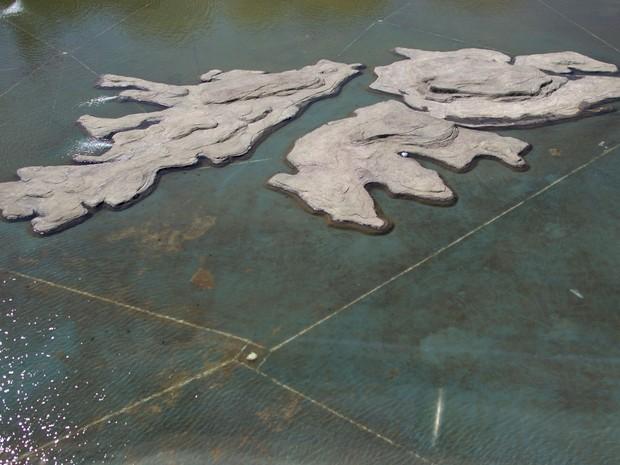 Rochas no formato das Malvinas/Falkland são vistas no Museu das Malvinas, em Buenos Aires, em foto de 18 de setembro de 2015 (Foto: AP Photo/Natacha Pisarenko)