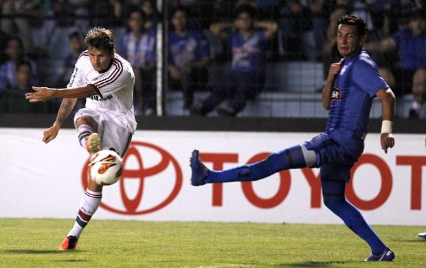 Rafael Sobis e Wilson Morante, Emelec x Fluminense (Foto: AP)