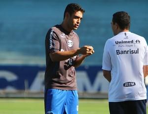 Werley conversa com Luxemburgo no treino do Grêmio (Foto: Lucas Uebel/Divulgação, Grêmio)