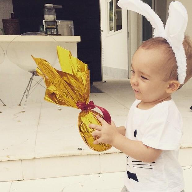 Ana Hickmann mostra filho com ovo (Foto: Instagram)