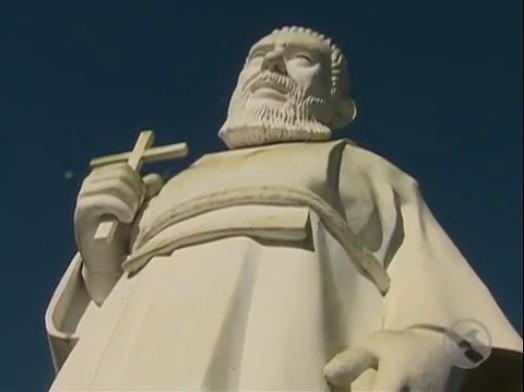 Estátua de Frei Damião em santuário de PE (Foto: Reprodução / TV Asa Branca)