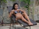 Aline Riscado posa de biquíni e mostra elasticidade ao se exercitar