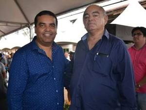 Chico Pernambuco ao lado do ex-prefeito de Candeias, Lindomar Garçon (Foto: Marlene Mato/Arquivo pessoal)