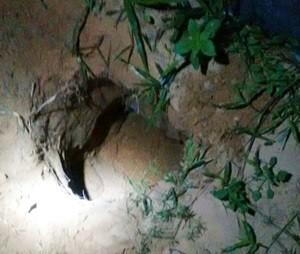 Depois que quebraram parede, presos se arrastaram até o pé do muro e escavaram um buraco, por onde escavaram  (Foto: Foto: Divulgação/Coape)