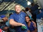 Filho de Marcos Falcon festeja vitória da Portela no Carnaval