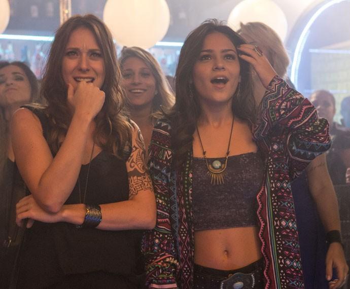 Ximena e Bruna também ficam surpresas com a novidade (Foto: Felipe Monteiro/Gshow)