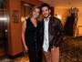 Marcos Veras estreia peça em São Paulo e é tietado pela esposa