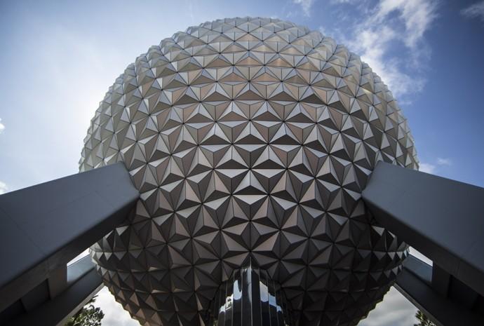 A Spaceship Earth te leva do futuro ao passado em pouco tempo (Foto: Divulgação)