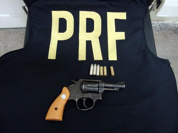 PRF apreendeu arma em São José de Mipibu, RN (Foto: PRF/Divulgação)