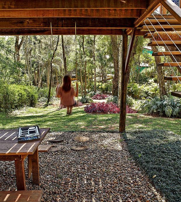casa-na-arvore-madeira-designer-de-interiores-norah-carneiro-anexo-balanco-eucalipto (Foto: Victor Affaro/Editora Globo)