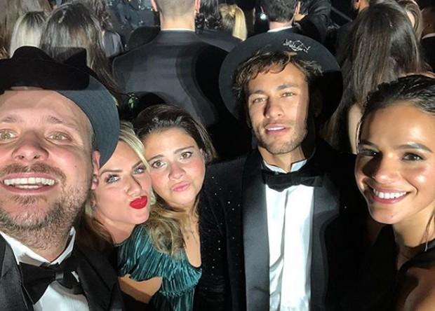 Leo Fuchs, Giovanna Ewbank, Ju Mattoni, Neymar e Bruna Marquezine (Foto: Reprodução/Instagram)