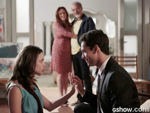 Linda aceita se casar com Rafael (Foto: Felipe Monteiro/TV Globo)