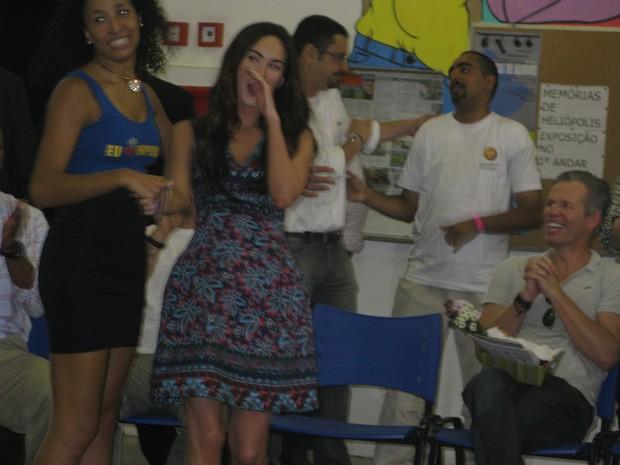Dançarina da Escola de Samba Imperador do Ipiranga convida Megan Fox para sambar (Foto: Tahiane Stochero/G1)