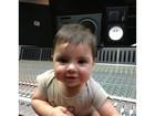Shakira compartilha foto fofa do filho em uma mesa de som
