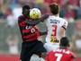 """Kanu avalia defesa do Vitória em jogo sem sofrer gols: """"Se comportou bem"""""""