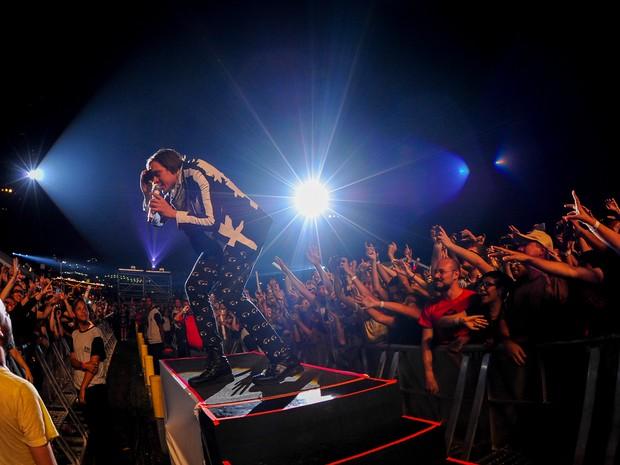 Arcade Fire, banda canadense com numerosos integrantes, se apresentou neste segundo dia de Lollapalooza (Foto: Flavio Moraes/G1)