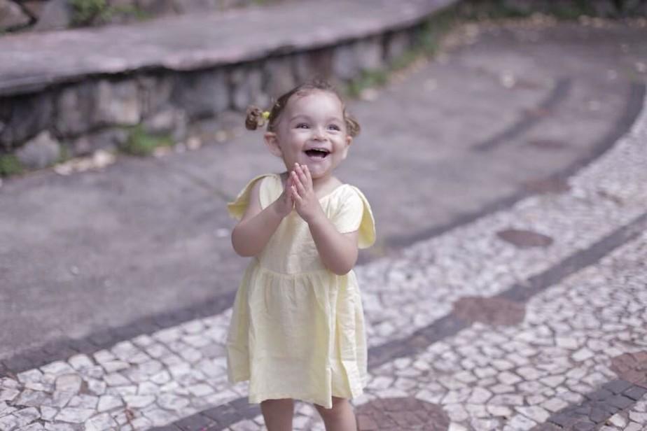 Família de criança com surdez profunda faz campanha para cirurgia na Turquia: 'É a única chance dela', diz mãe