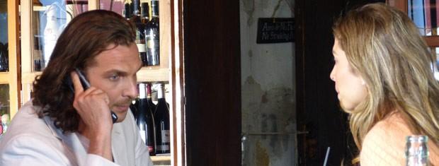 Ester obriga Alberto a cobrar explicações de Dom Rafael (Foto: Flor do Caribe / TV Globo)