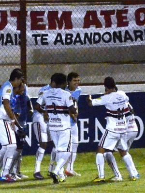 Jogadores do Botafogo-SP comemoram gol da vitória contra o Linense (Foto: Rafael Martinez / Assessoria BFC)