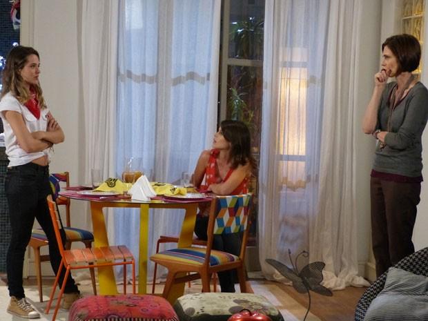 Climão! Fatinha aparece pra filar o rango na casa de Marta e dá de cara com Ana (Foto: Malhação / Tv Globo)