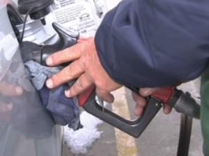 Em 2013, houve dois reajustes nos preços da gasolina (Foto: Reprodução RPC TV)