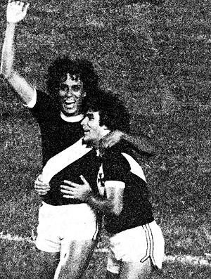Roberto Dinamite comemora gol pelo Vasco em 1980 (Foto: Ag. Estado)