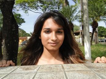Beatriz Trindade acha que a maquiagem não a faz mais ou menos mulher (Foto: Alex Araújo/G1)