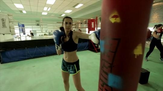 Vídeo: Analu começa aulas de boxe e professor mostra benefícios do esporte