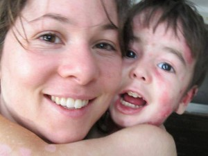filha e neto da deborah colker (Foto: Reprodução/Facebook)