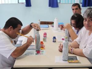 Apae de Caraguatatuba atende pessoas com deficiência intelectual ou múltipla.