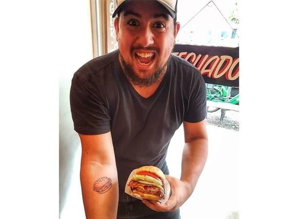 """Argentino faz sucesso em São Paulo com hamburgueria que funciona """"numa portinha"""""""