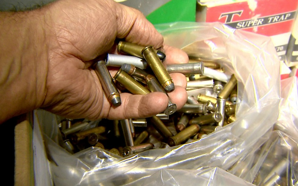 Homem preso em Ribeirão Preto preparava munição dentro de casa (Foto: Cláudio Oliveira/EPTV)