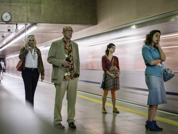 Pelo site do espetáculo, o público escolhe o local e a personagem que deseja acompanhar (Foto: Divulgação/Alécio Cezar)