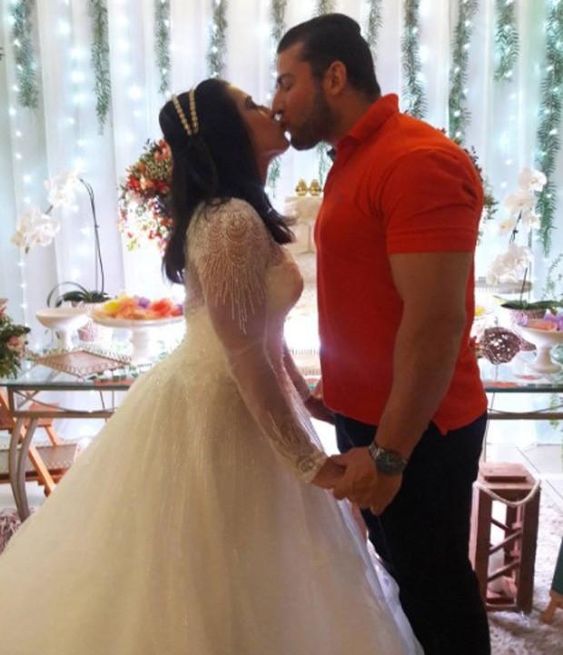 Priscila Pires e oi noivo, João Reis (Foto: Reprodução/Instagram)