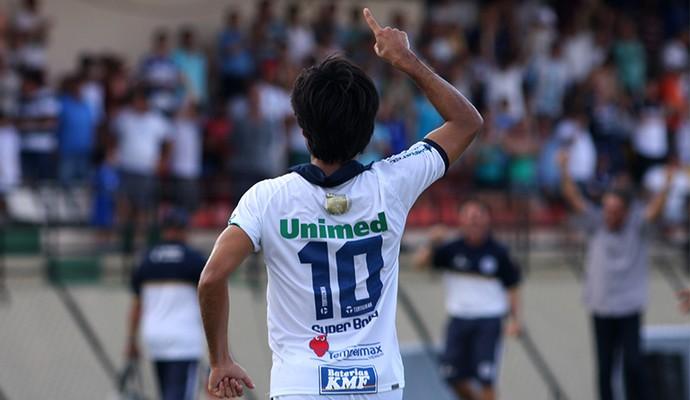 Helton Luiz foi o responsável pelos dois gols do São Bento na vitória sobre a Itapiraense (Foto: Jesus Vicente)