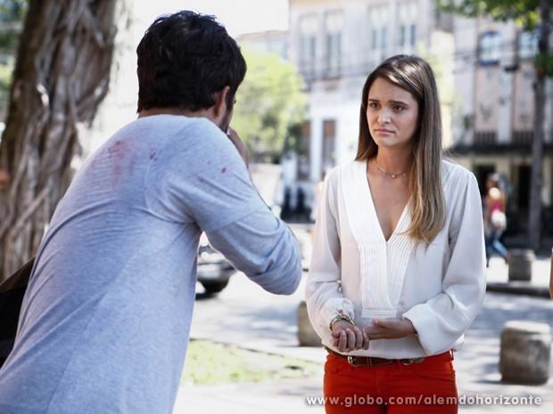 Lili se desculpa com William (Foto: Inácio Moraes/TV Globo)
