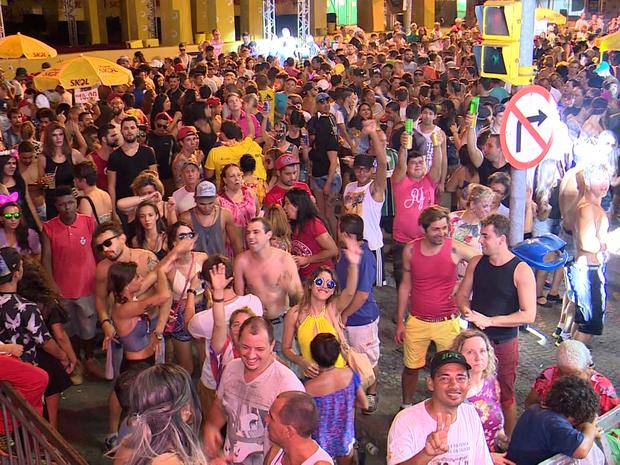 Festa começou por volta das 20h de segunda (8) (Foto: Reprodução/RBS TV)