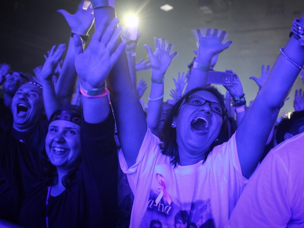 Público se empolga com o início do show da banda norueguesa A-ha, que se apresenta no Espaço das Américas, em São Paulo, com os integrantes originais Morten Harket (vocalista), Magne Furuholmen (tecladista) e Pål Waaktaar (guitarrista) (Foto: Fábio Tito/G1)