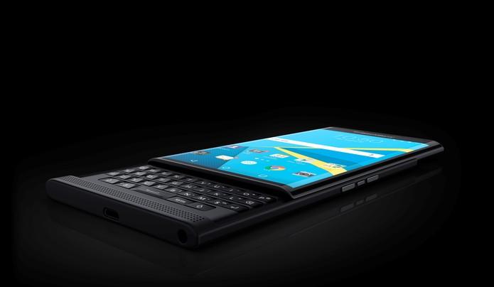 BlackBerry Priv tem teclado físico e Android super protegido (Foto: Divulgação/BlackBerry)