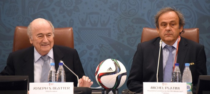 Joseph Blatter Michel Platini sorteio das eliminatórias da Copa (Foto: EFE)