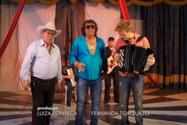 Produtora Fernanda Torquato participou da matéria por meio da gravação do depoimento da dupla Victor e Leo sobre o sertanejo José Rico (Foto: Divulgação   TV Integração)