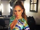 Depois de apresentação ousada, Jennifer Lopez usa look decotado