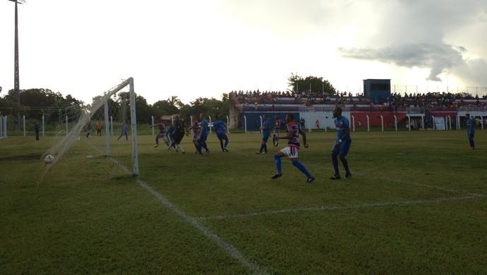 Alan abre o placar para o Tocantins de Miracema em jogo contra o Araguaína (Foto: Vilma Nascimento/GloboEsporte.com)
