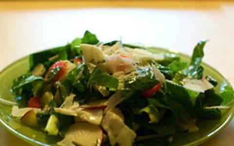 Salada de couve com nozes e linhaça