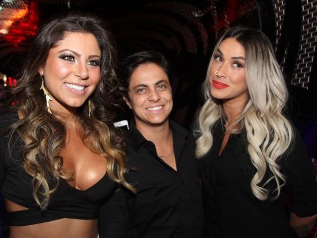 Thammy Miranda e a namorada, Andressa Ferreira, e Dani Bolina em boate em São Paulo (Foto: Thiago Duran/ Ag. News)