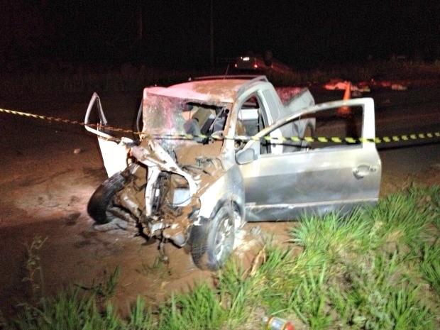 Acidente entre caminhonete e utilitário na BR-262, em Campo Grande (Foto: Willer Dias/ TV Morena)