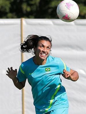 Marta no treino da seleção Londres (Foto: AP)