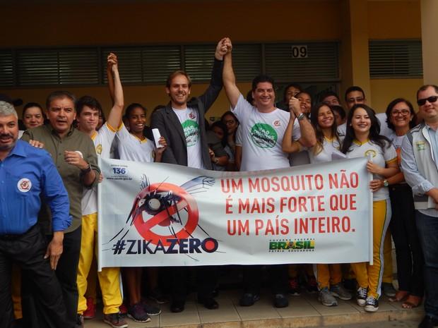 Ministro Guilherme Ramalho recomendou que a população utilizasse novos hábitos de limpeza para combater o mosquito (Foto: Josué Ferreira/G1 RR)